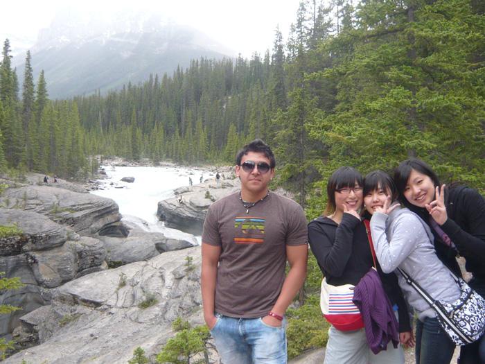 大学付属語学留学 ウィニペグ Mizukiさん 渓谷を訪問