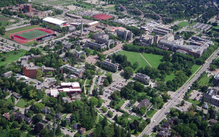 ゲルフ大学のキャンパスの航空写真