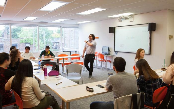 トロント大学の活発な授業