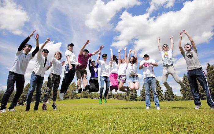 ブリティッシュコロンビア大学の仲間とジャンプ