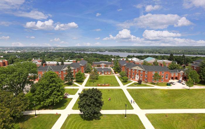 ニューブランズウィック大学(UNB)の美しいキャンパス