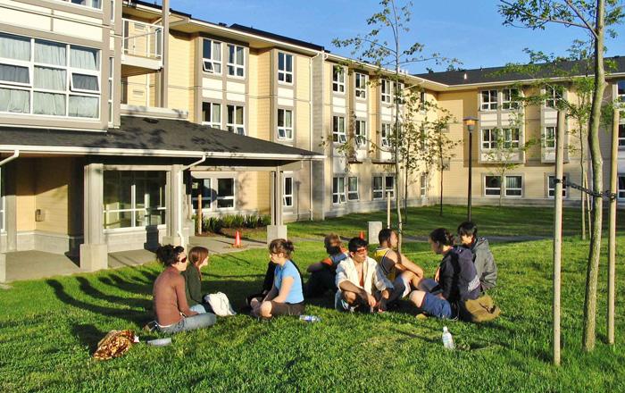 ビクトリア大学での休憩時間を楽しむ