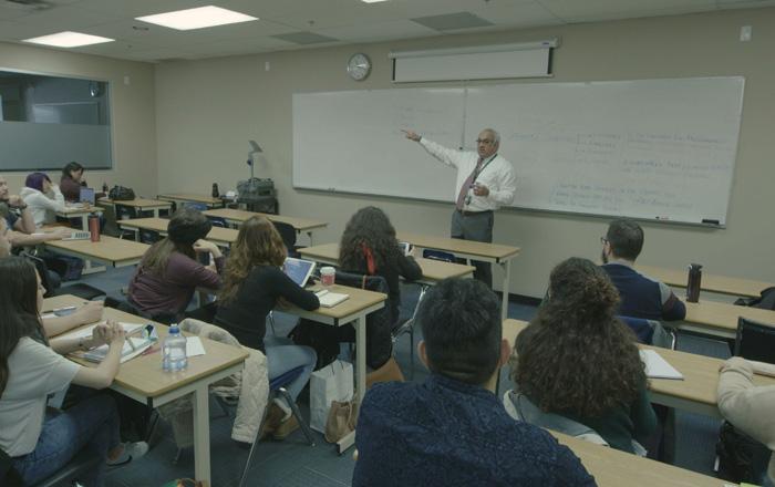 Arbutus College 私立カレッジの講義風景