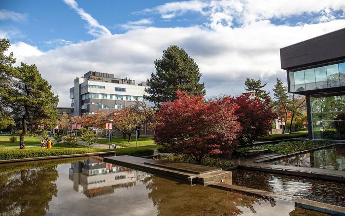 Langara Collegeの美しいキャンパスはバンクーバー中心地からのアクセス抜群
