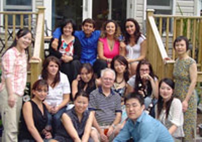 カレッジ正規留学 トロント 仲間との集合写真 Reiさん