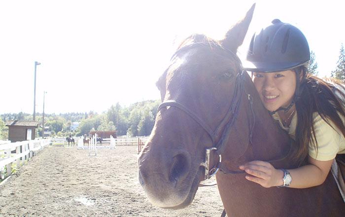 ダンカン 高校卒業留学 愛馬に乗るRiiさん