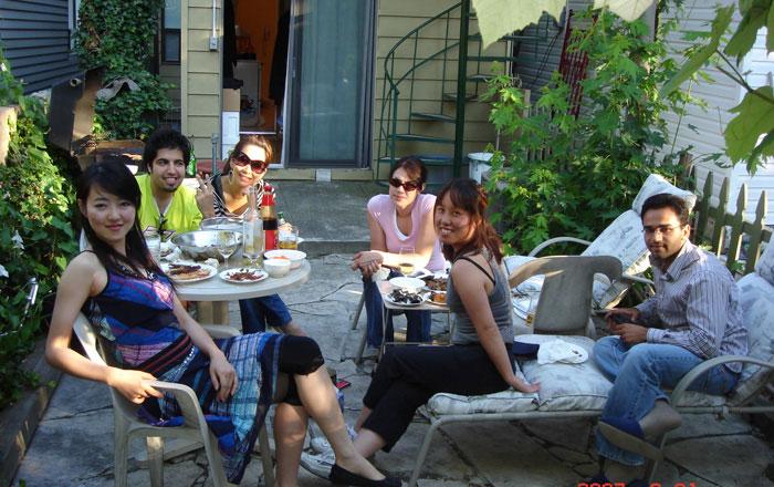 カレッジ正規留学 トロント 仲間とパーティー Reiさん