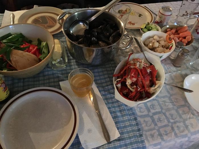 食卓には豪勢な食事!