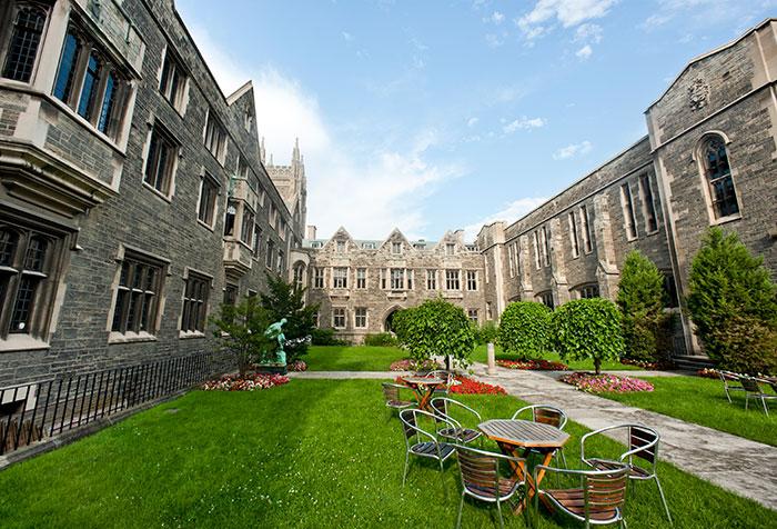 トロント大学の美しいキャンパス