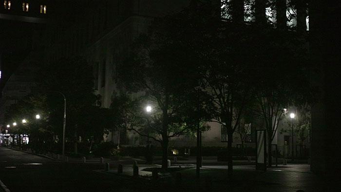 暗い街並み