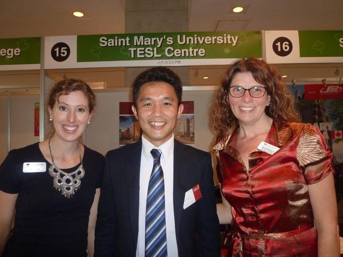 セントメアリーズ大学のスタッフさんとカナダ大使館フェアにて