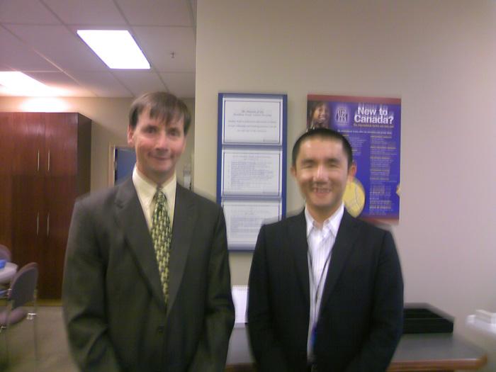 ペンビナトレイルズ教育委員会のブレントさんのオフィスにて