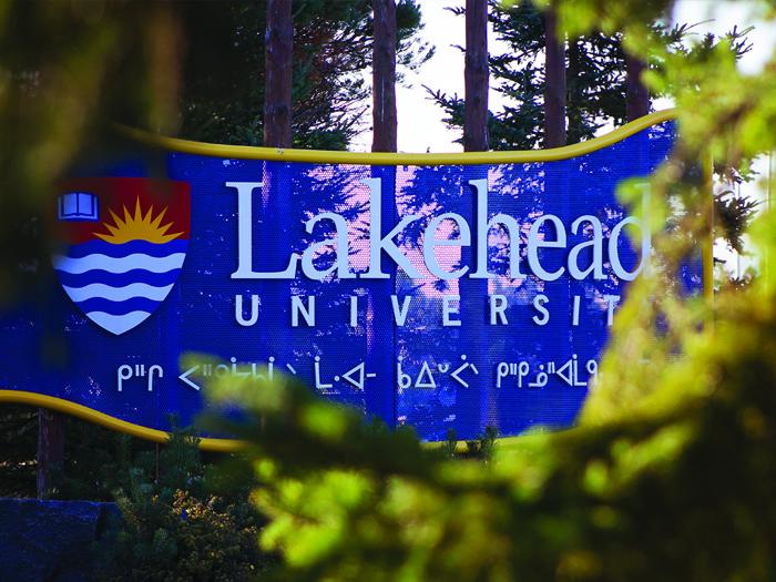レイクヘッド大学のサインボード